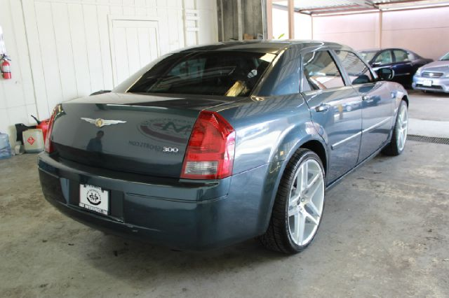 2007 Chrysler 300 Base 4dr