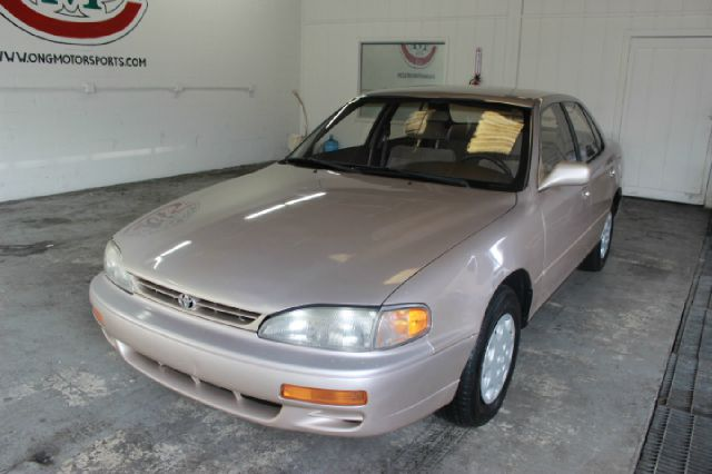 1995 Toyota Camry LE 4dr