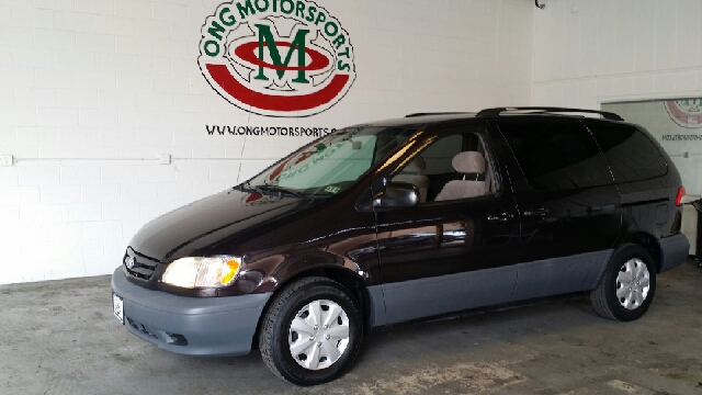 2002 Toyota Sienna LE 4dr