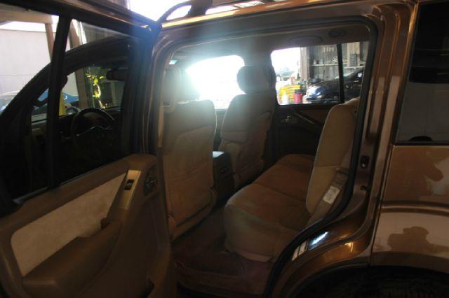 2005 Nissan Pathfinder SE 4dr
