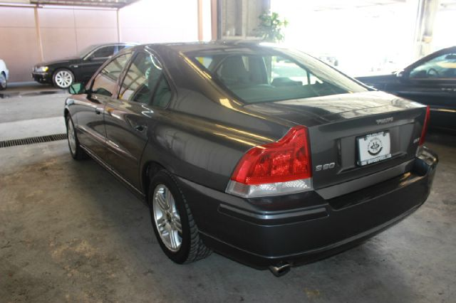 2006 Volvo S60 2.5T 4dr