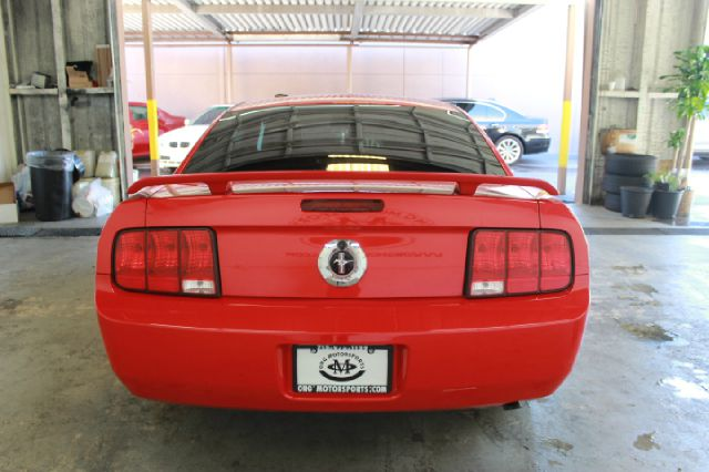 2006 Ford Mustang 2dr